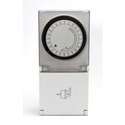 STECK Mechanikus napi időkapcsoló IP44